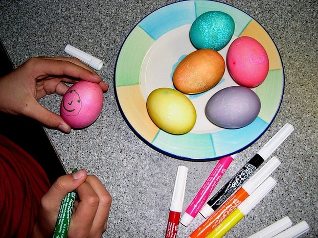 easter-eggs-decorating