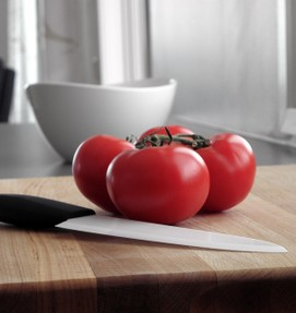 Ceramic Knife with tomatoes