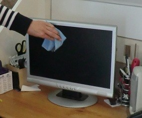 how to clean a computer screen. Black Bedroom Furniture Sets. Home Design Ideas