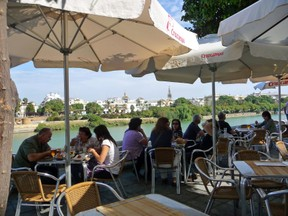 Al Fresco eating in Seville