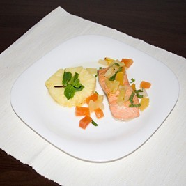 Salmon with tropical fruit and mint